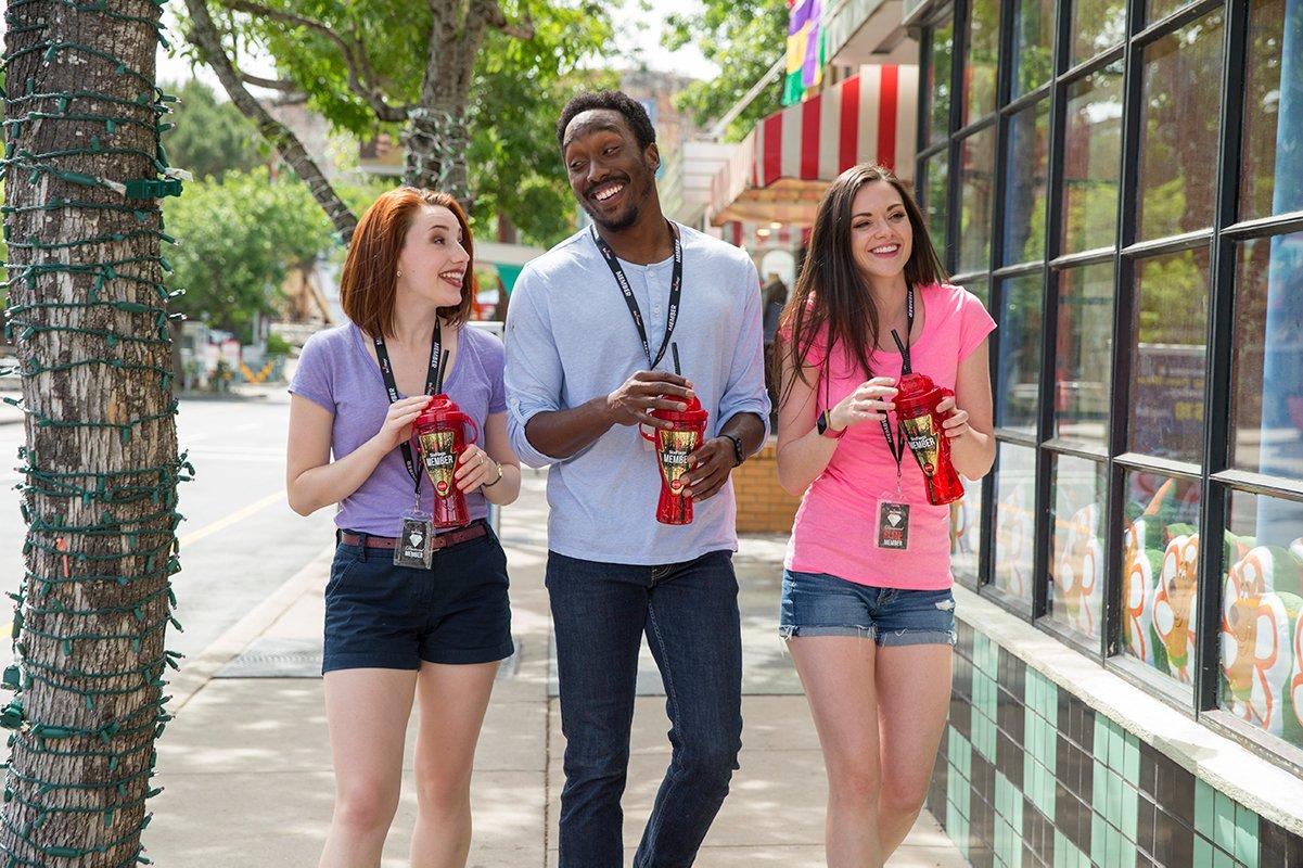 Six Flags Members enjoying drinks